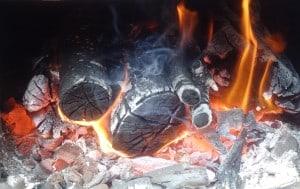 Bild: Brennendes Holz