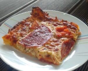 Pizza aus dem Smoker Grill, gegart bei 400°C