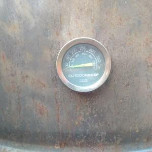 Smoker Grill mit Thermometer und Rost