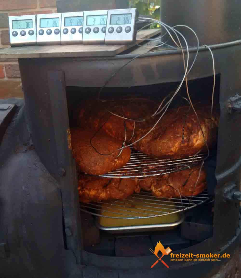 Schweine-Schulter-Pulled-Pork-im-Smoker